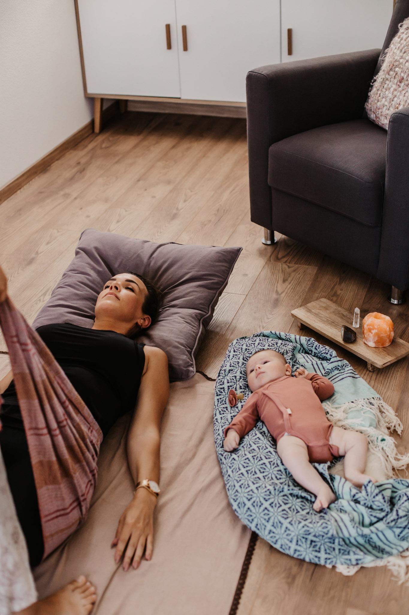 Nicolien-Lettinga-Rebozo-Massage-Moeder-Baby