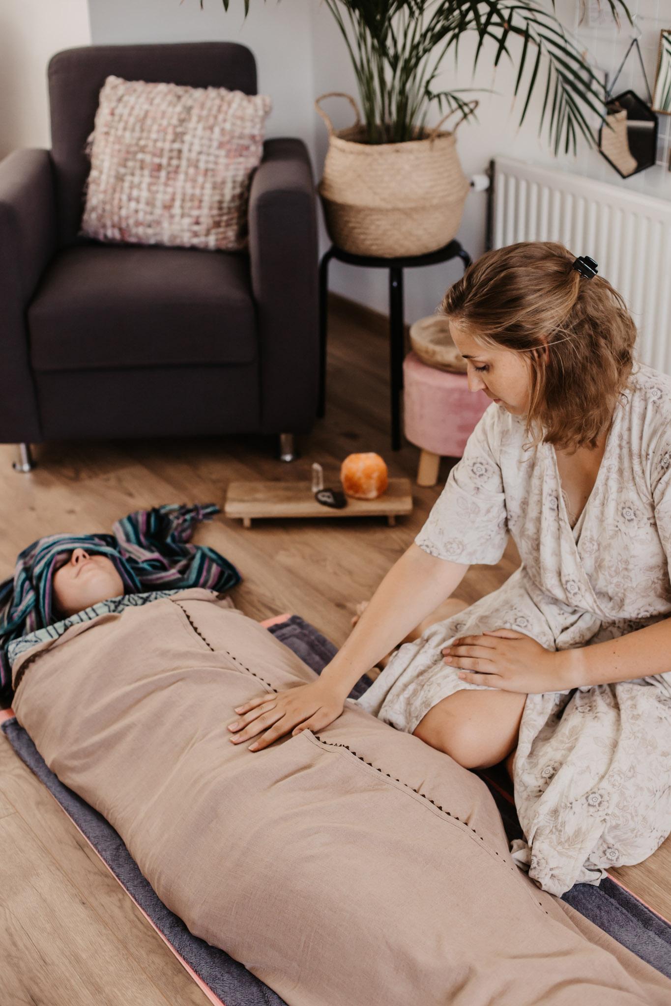 Nicolien-Lettinga-Rebozo-sluitende-massage